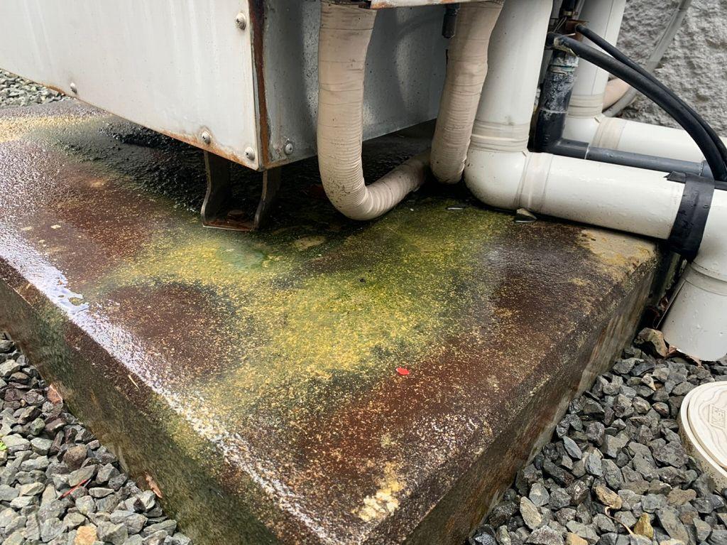 タンクの中から水漏れ