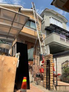 太陽光パネルを屋根に上げる