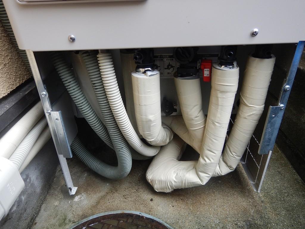足元を断熱材で保護