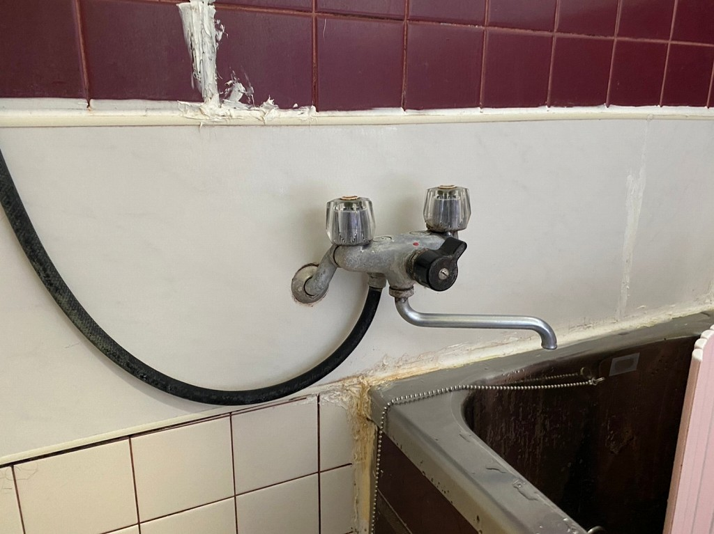 お風呂の蛇口から水漏れ