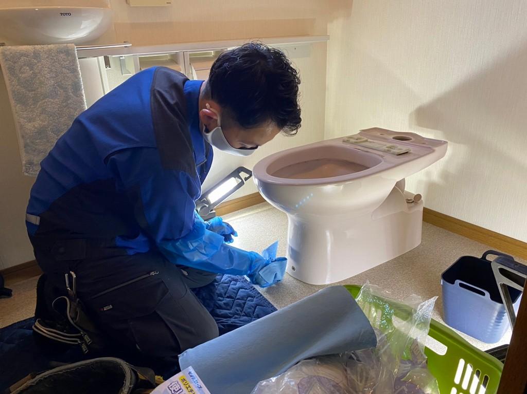古いトイレの取り外し