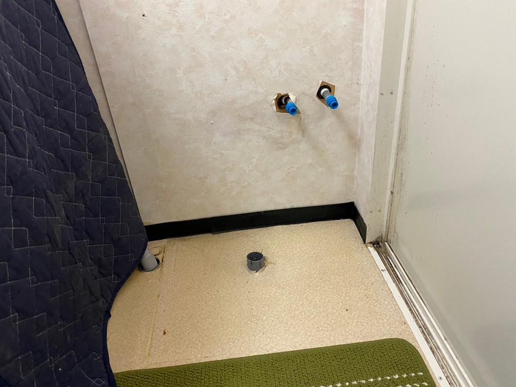 洗面台を撤去した状態