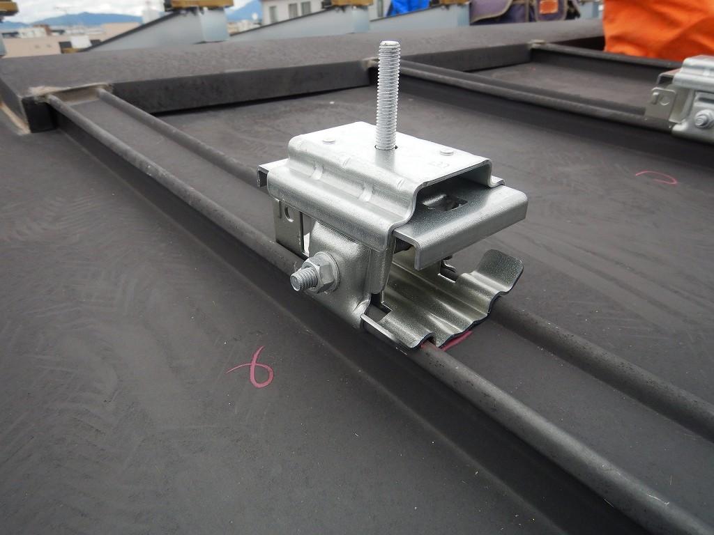 屋根に穴をあけない太陽光の設置方法