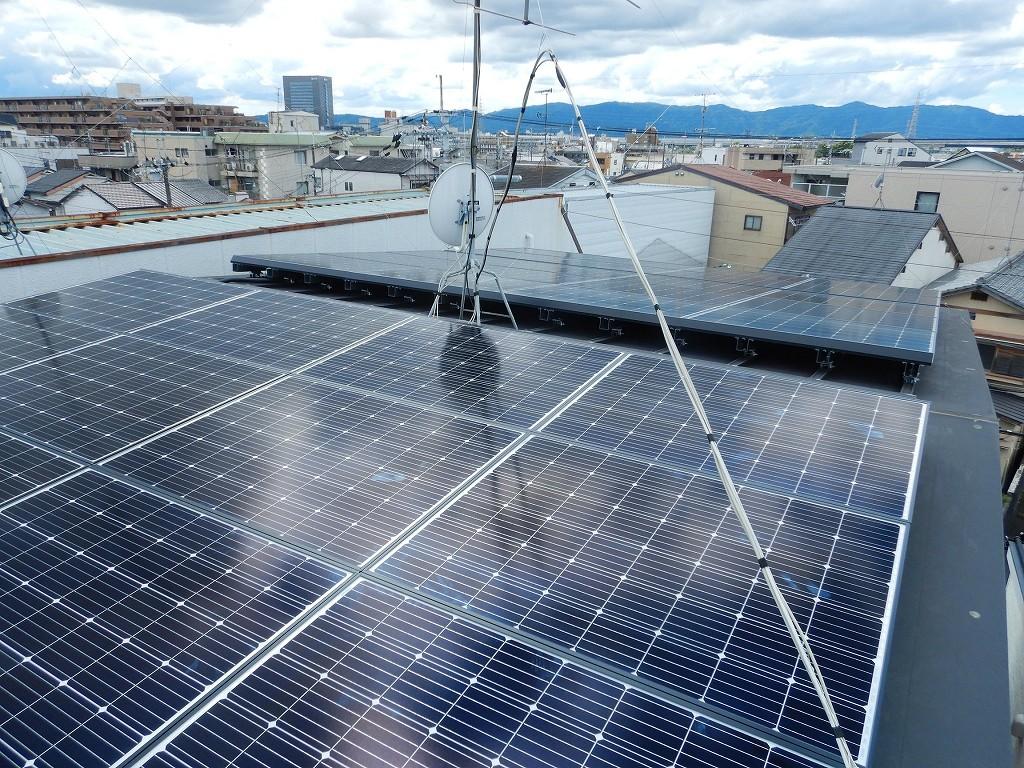 金属屋根に太陽光パネル設置