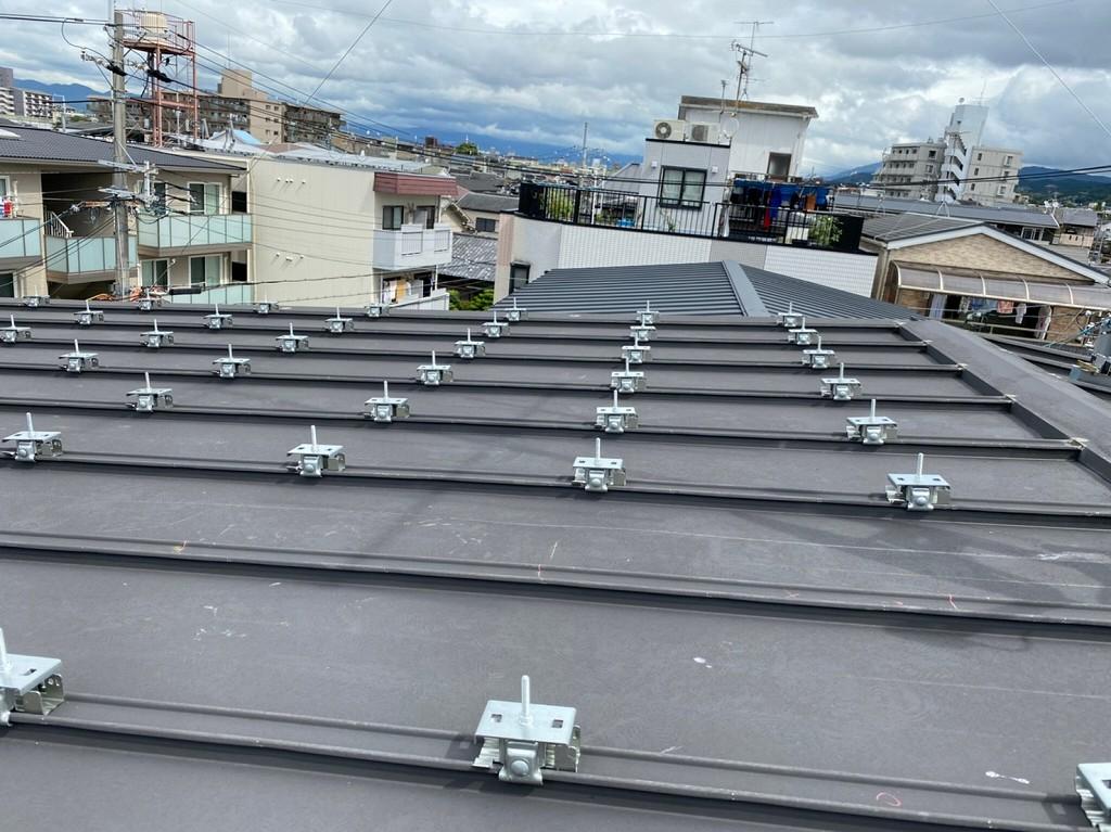 金属屋根に太陽光を取付