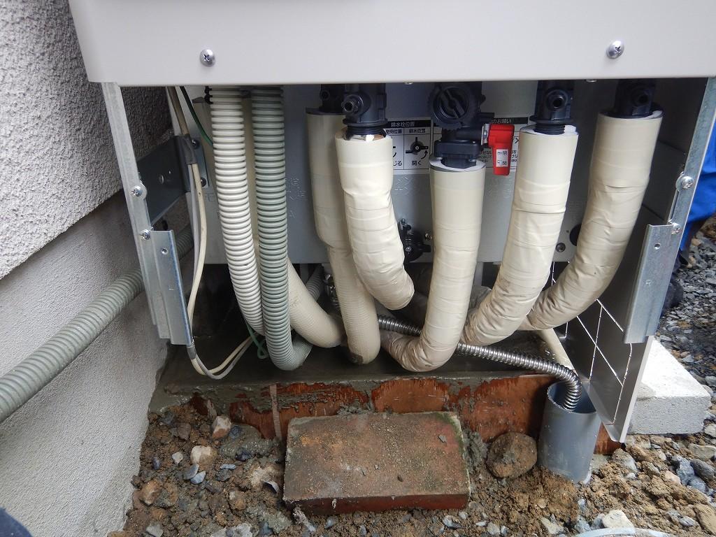 配管を断熱材で保護