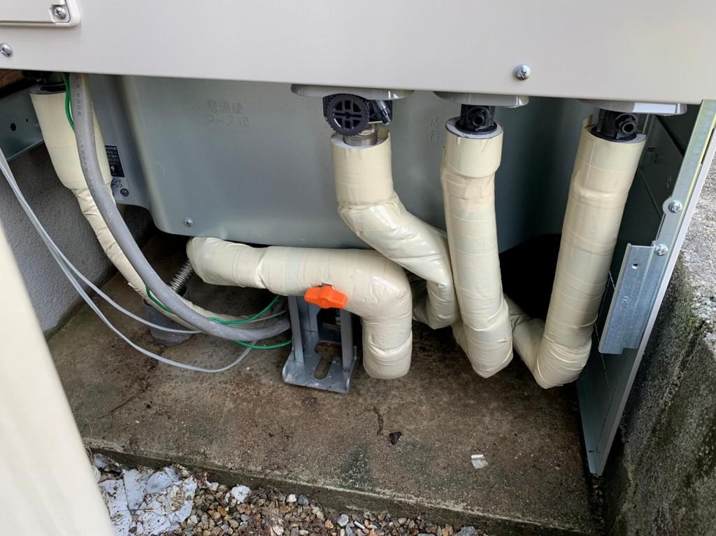 配管を保温材で保護