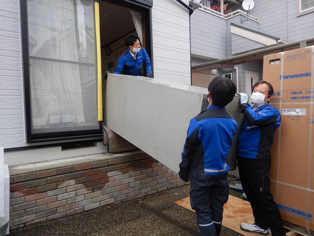 電気温水器を搬出撤去