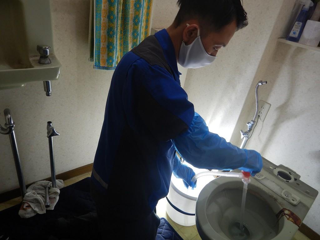 トイレの撤去作業