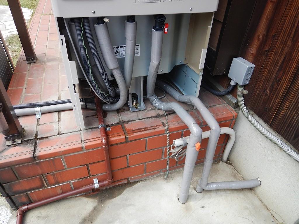 保温材で配管保護