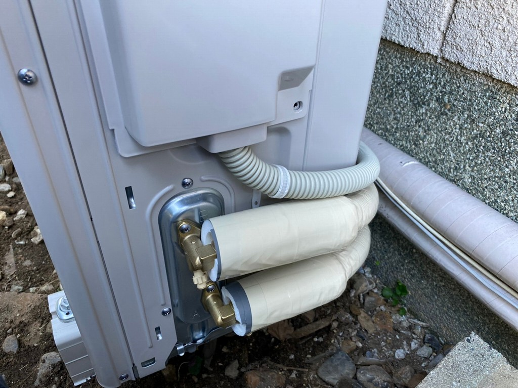 ヒートポンプ配管を接続