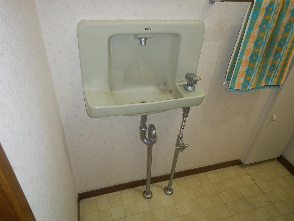 埋め込み型の古い手洗器