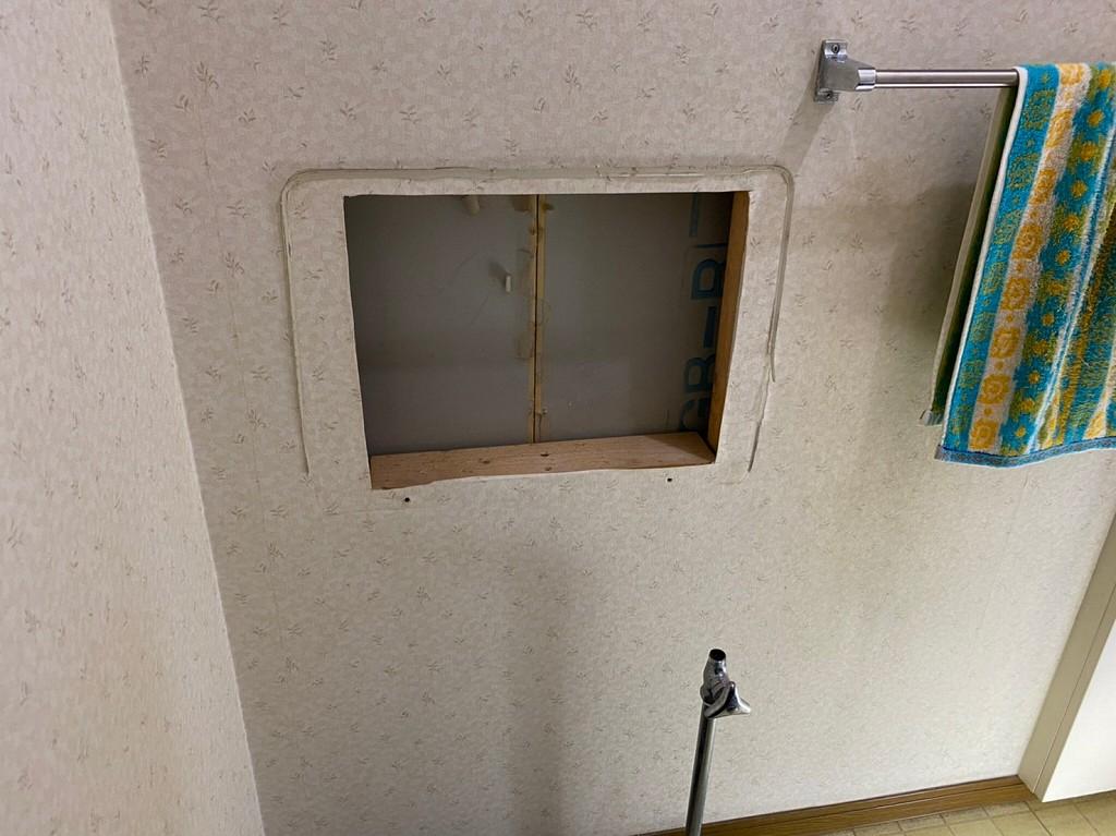 埋込型の手洗器を外した状態