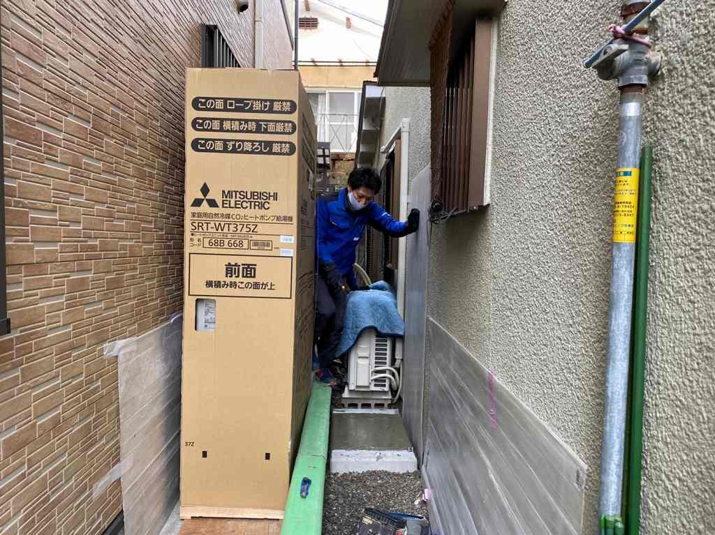 薄型エコキュートを運搬