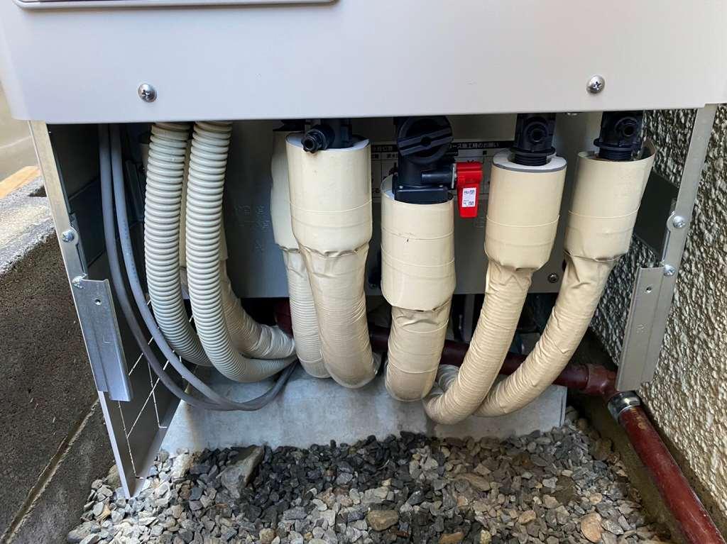 保温材で配管を断熱