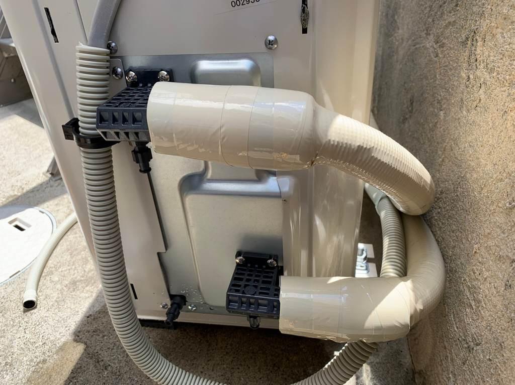 ヒートポンプ配管を根元まで保護