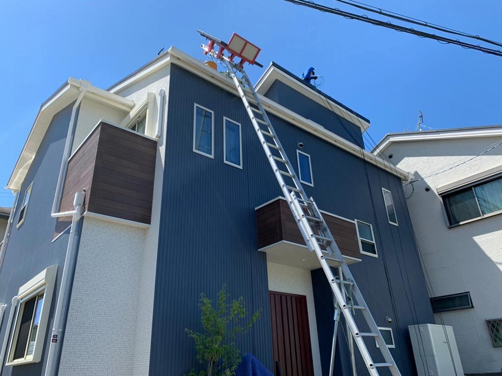 スライダーで屋根に部材を上げる