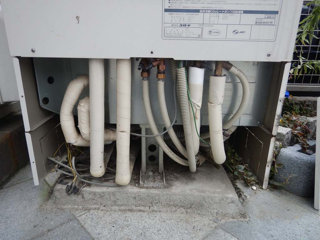 床暖房エコキュートの配管