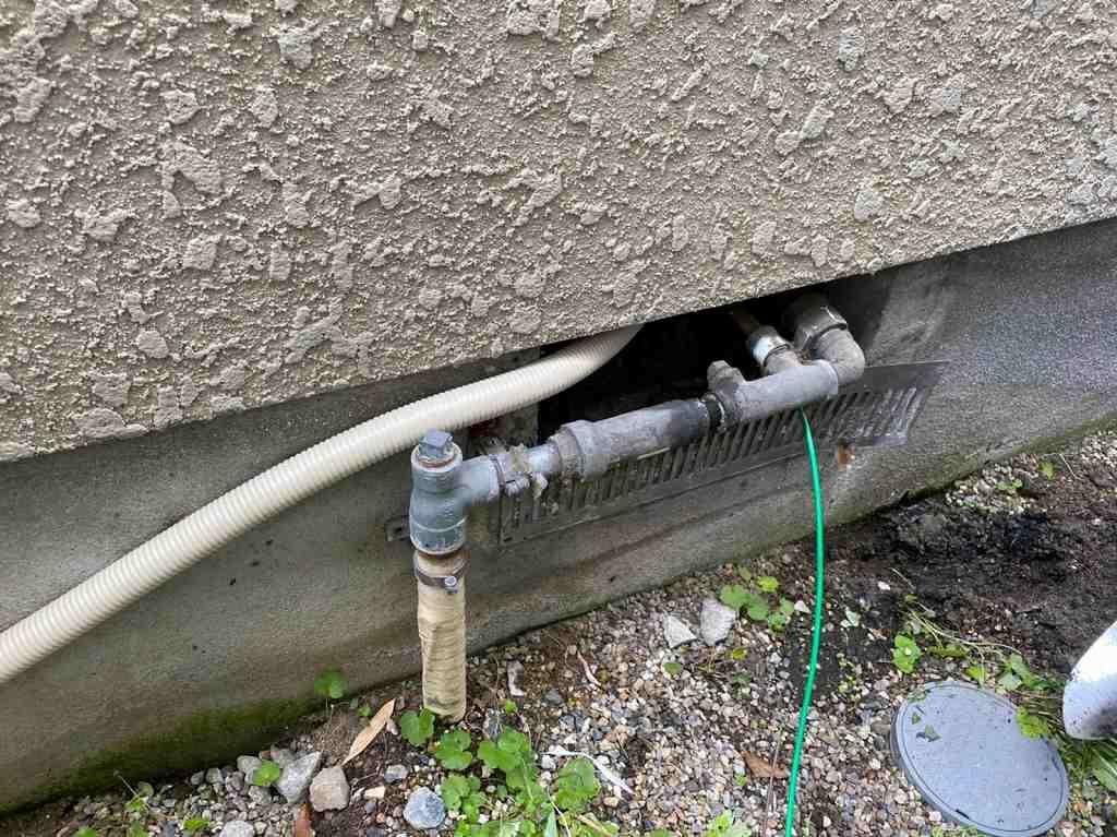床下から隠蔽配線