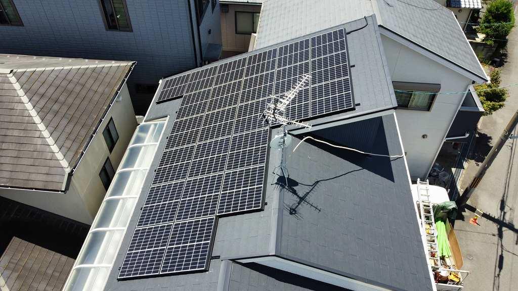 ドローンで太陽光パネルを撮影