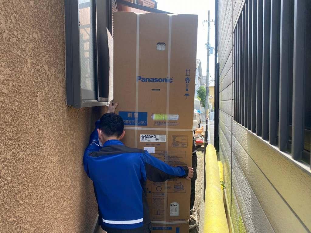 エコキュートを運搬する