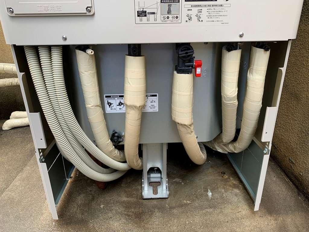 配管は全て保温材で保護