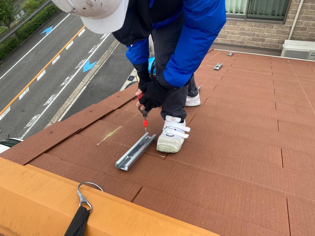 屋根材に穴を開ける