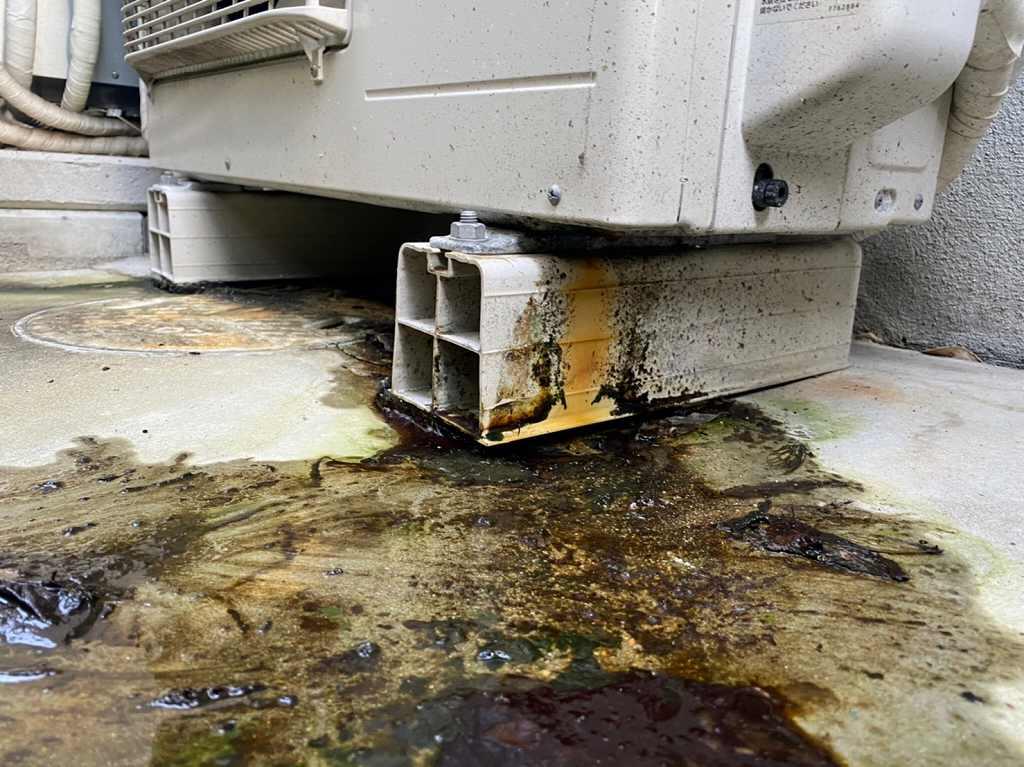 ヒートポンプから水漏れ