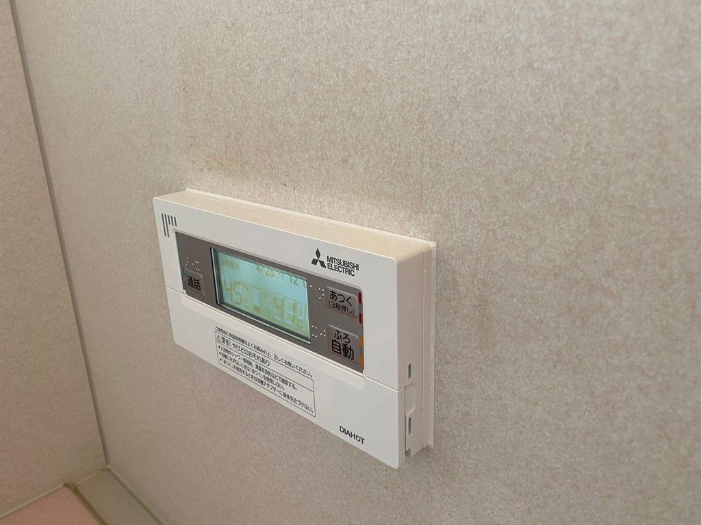 浴室リモコンを防水コーキング