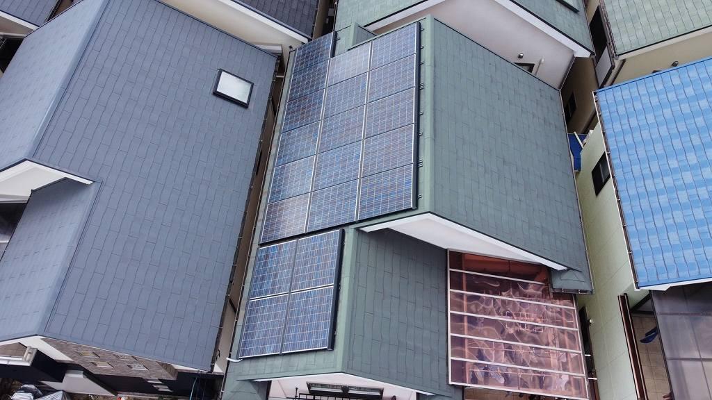太陽光発電パネルを空撮