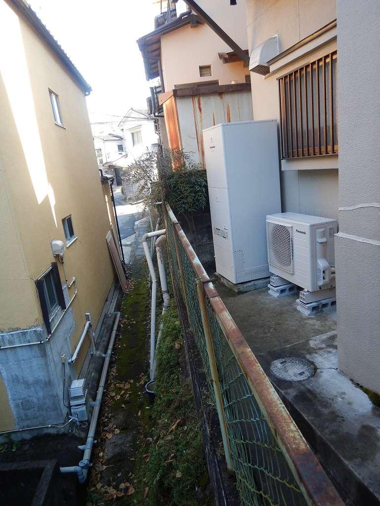 家の裏にある電気温水器を交換